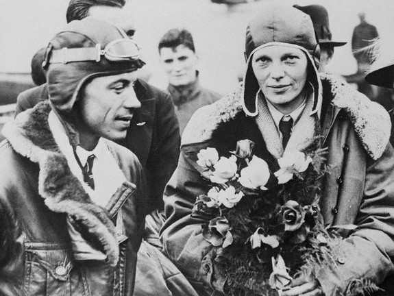 Wilmer Stultz y Amelia Earhart en South Hampton