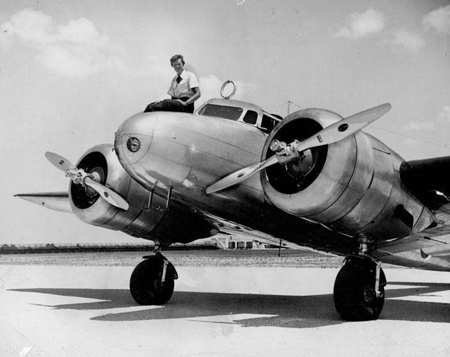 Amelia Earhart subida sobre el Electra