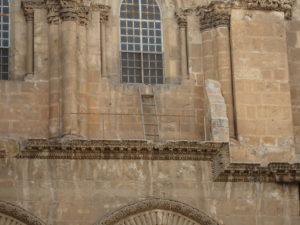 La escalera inamovible, el símbolo de las diferencias del cristianismo